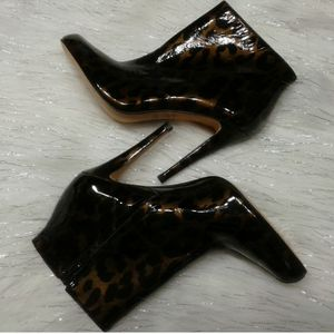 Anne Klein New York Anamo print Booties size 8M